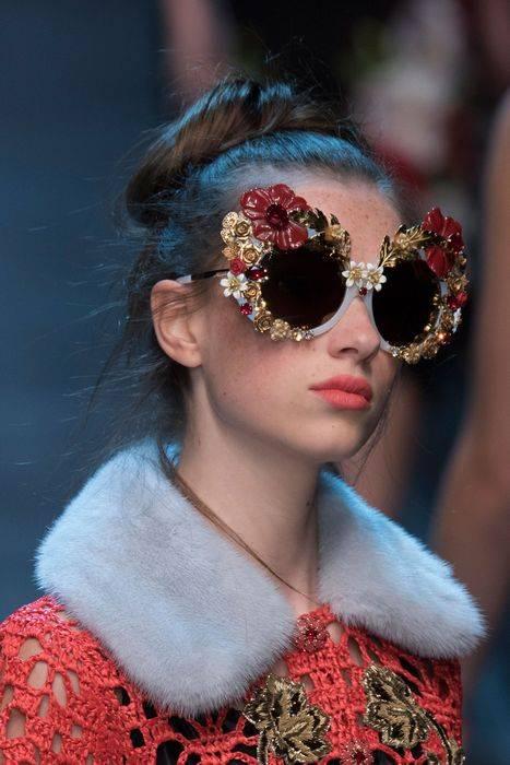 Модные очки - обильный декор оправы