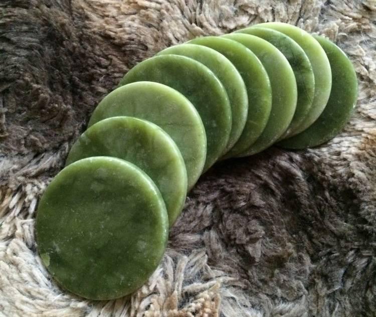 Нефритовый камень для ресниц