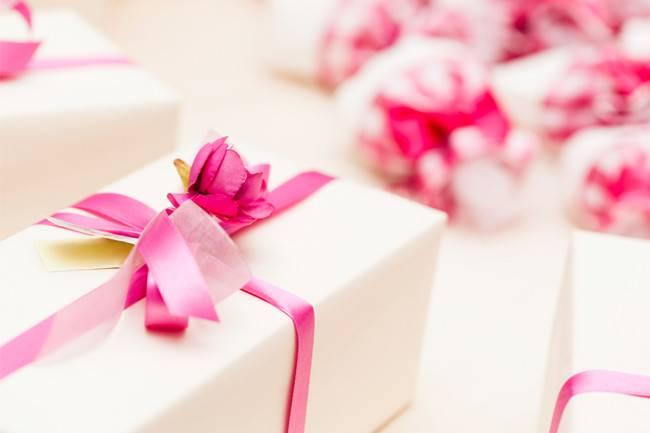 что подарить на свадьбу молодым