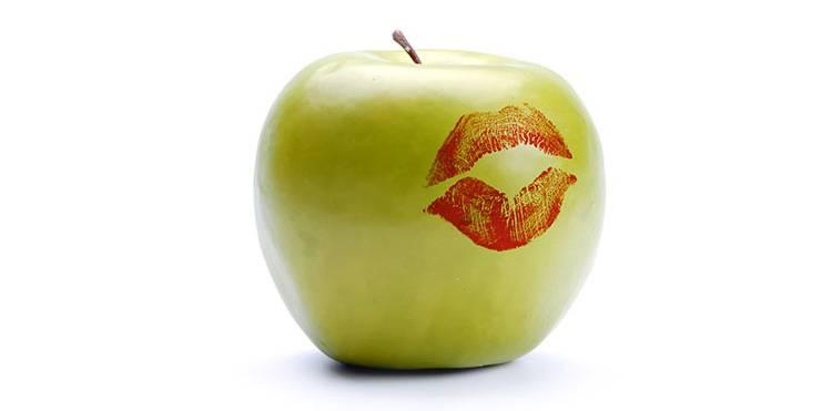Яблоко и помада История создания