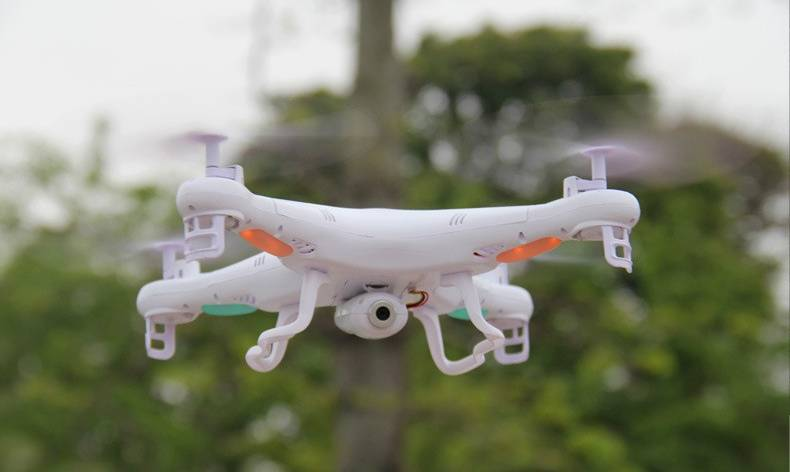 Летающий дрон с камерой