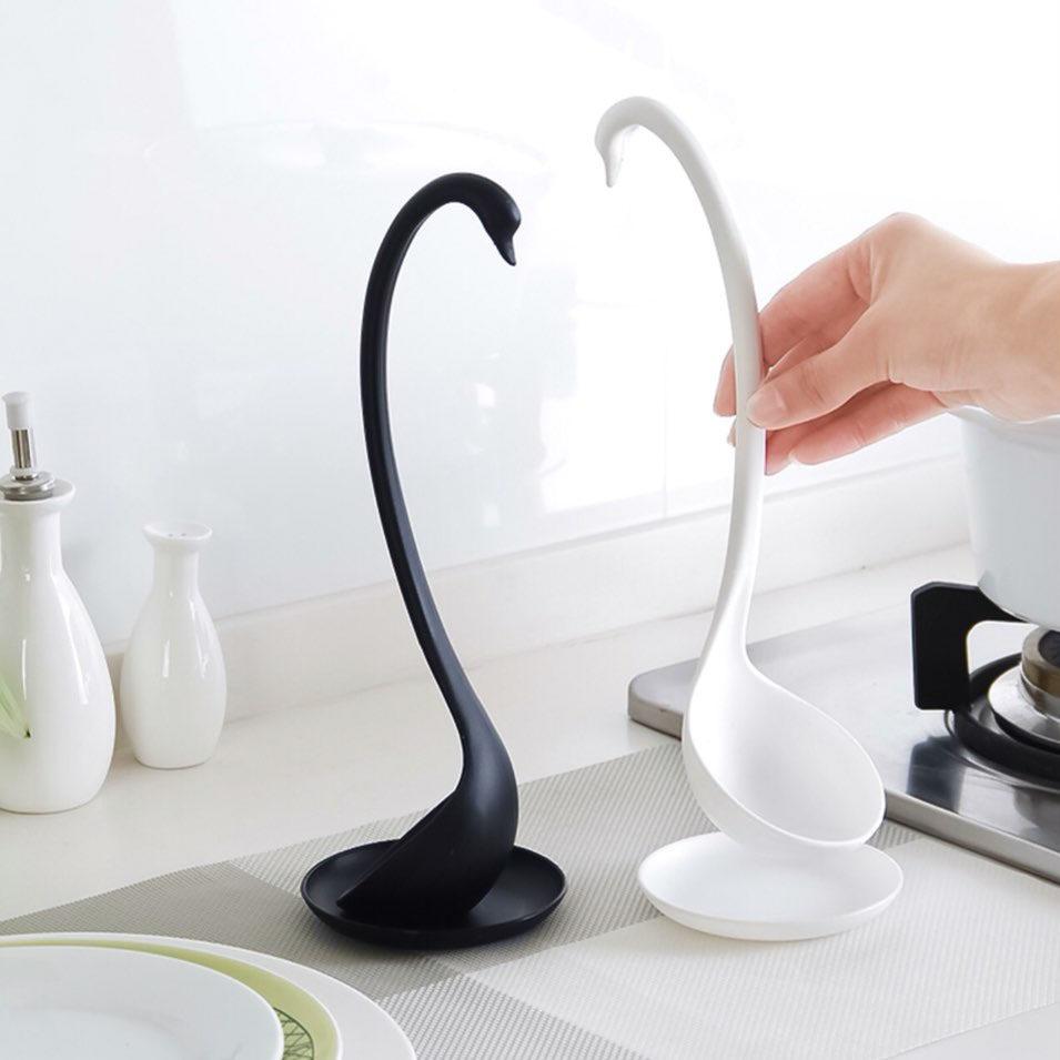 Половник для кухни в форме лебедя