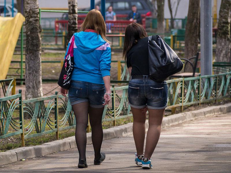 Джинсовые шорты с теплыми колготками