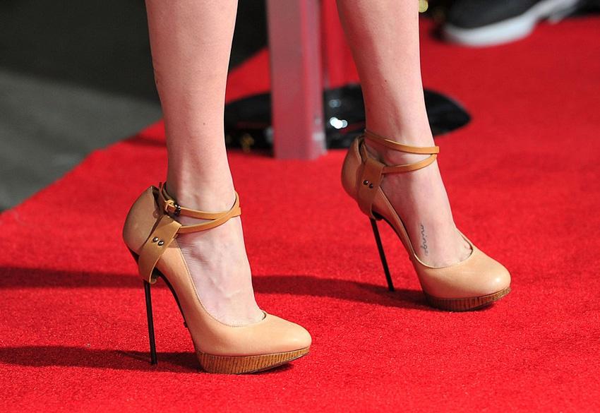 Каблуки-стилеты вредят здоровью женщины
