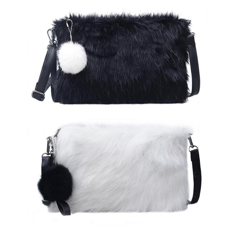Меховая сумка с помпоном