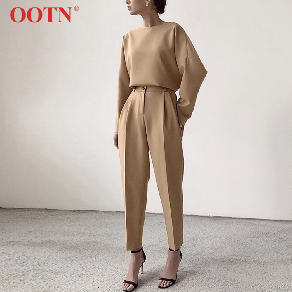 Костюм женский брюки и кофта