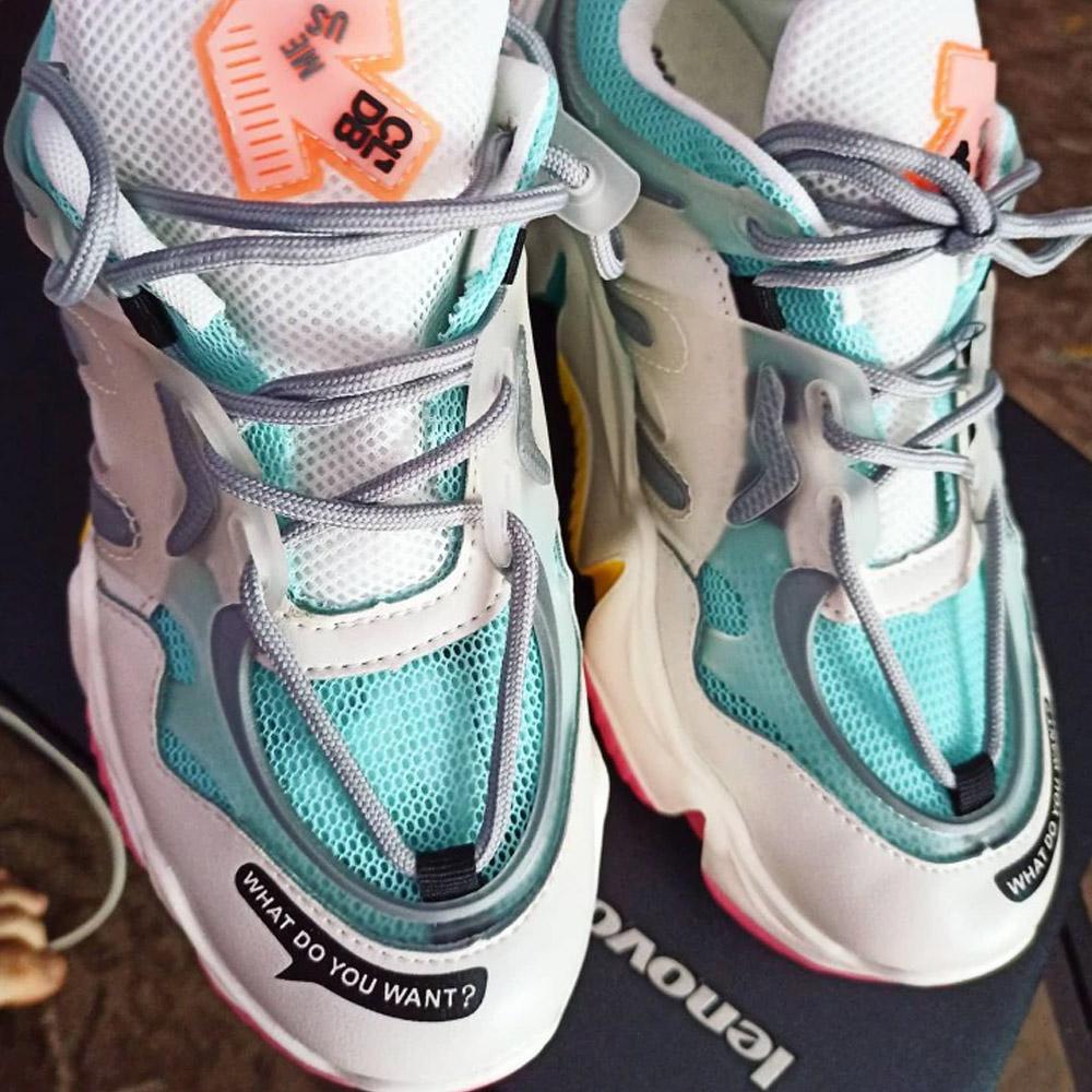 Женские кроссовки сникерсы